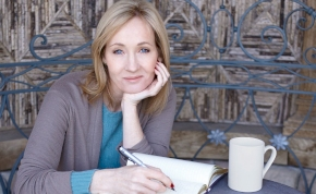 Óriási bejelentést tett J.K. Rowling