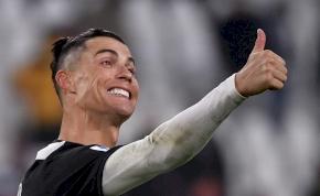 Cristiano Ronaldo megmutatta vadiúj frizuráját – kép