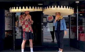 Mostantól gigakoronát kell viselned, ha Burger Kingben akarsz enni
