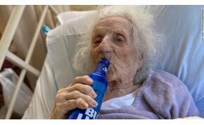Túlélte a koronavírust a 103 éves néni, jól meg is ünnepelte