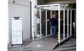 Fertőtlenítő kapuval harcolnak a vírus ellen Izraelben