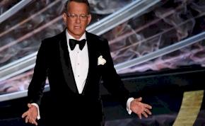 Így bújik el Tom Hanks a rajongók elől