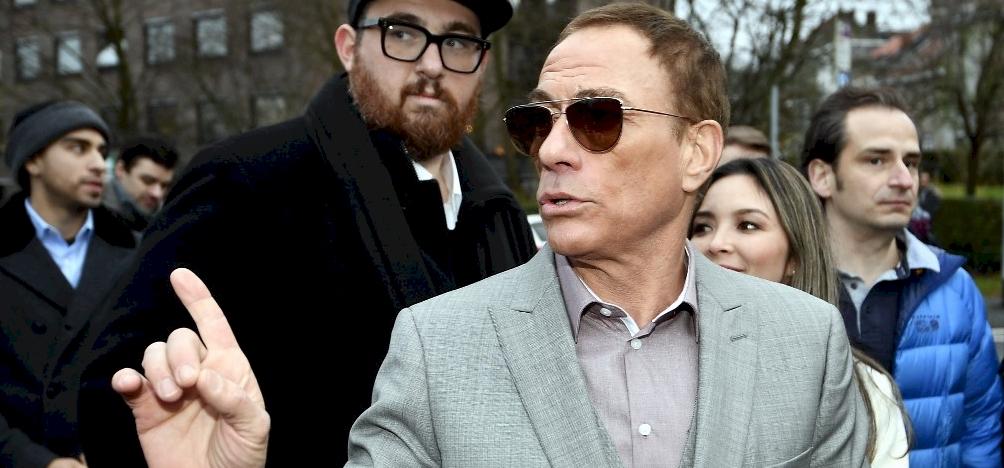 Jean-Claude Van Damme nagyon aranyosan pózol a családjával