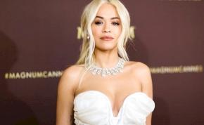 Rita Ora megmutatta melleit – fotó