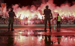 Lángba borult Belgrád, visszatértek a szurkolók a lelátókra – galéria