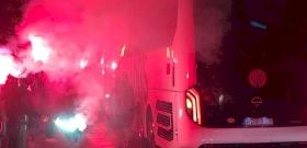 A Fradi-szurkolók így köszöntötték a bajnokságot nyerő zöld-fehér játékosokat – videó