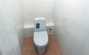 Ha nyitott fedél mellett öblíted a WC-t, akkor mostantól nem fogod!
