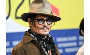 Johnny Depp miatt versengenek a nők