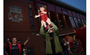 Először nyert Premier League-et a Liverpool, vörös ködben úszott a város