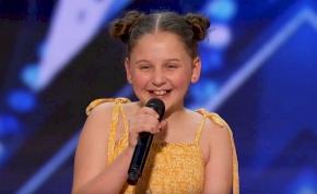 """Annie csupán 12 éves, de elképesztően énekli a """"Dance Monkey""""-t – videó"""