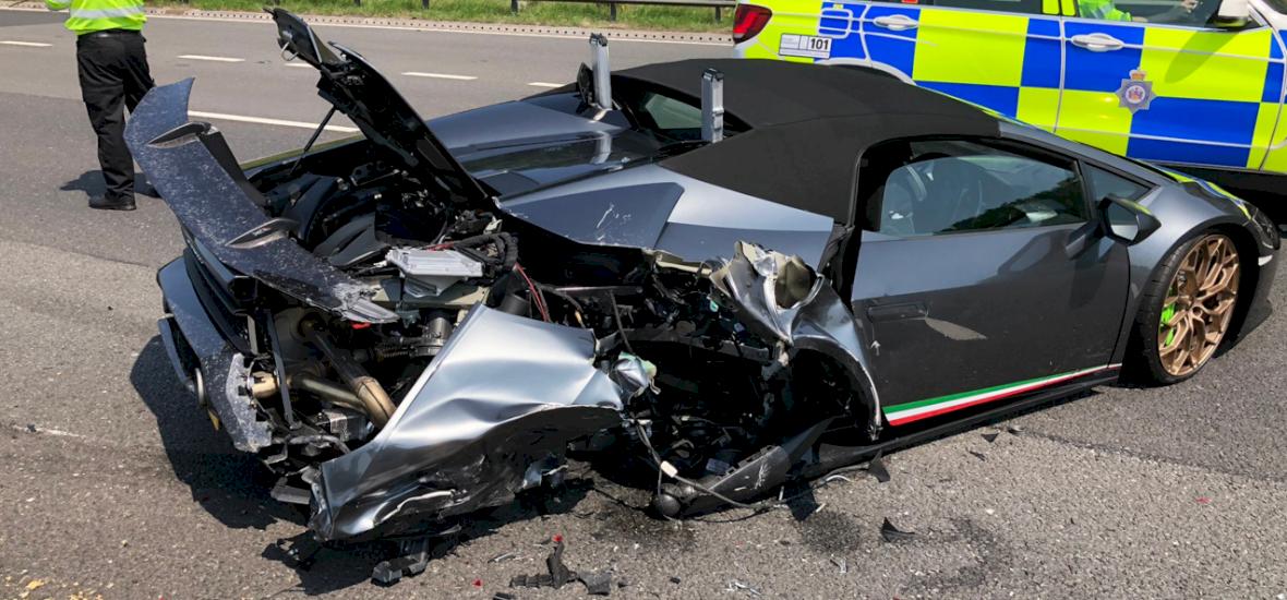 Húsz perc elég volt, hogy összetörjék a Lamborghinit