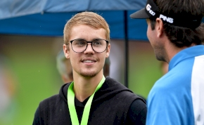 Hat milliárd forintot akar kisajtolni Justin Bieber az őt vádló nőkből