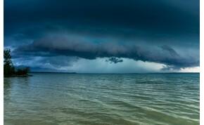Orkán erejű szél, felhőszakadás, nagy méretű jég – kiadták a riasztást