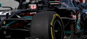 Áll a bál a Mercedesnél, Lewis Hamilton több pénzt akar