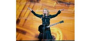 Madonna egy szál bugyiban fotózta le magát