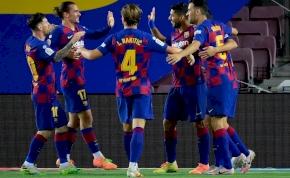 A Barcelona lökte a másodosztályba a városi riválist – videó