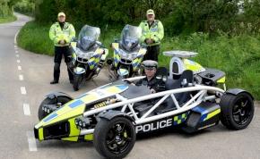A rendőrség nem viccel, hiperszuper Forma-1-es autóval üldözik a tetteseket