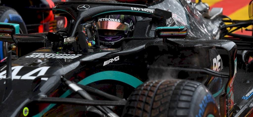 Forma-1: Hamilton nyerte az esős időmérőt, és ezzel történelmet írt – galéria