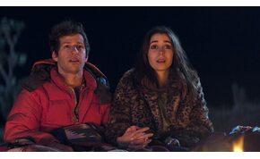 Palm Springs-kritika: mernél szerelembe esni egy végtelen időhurokban?