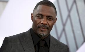 Már a britek is Idris Elba előtt térdelnek