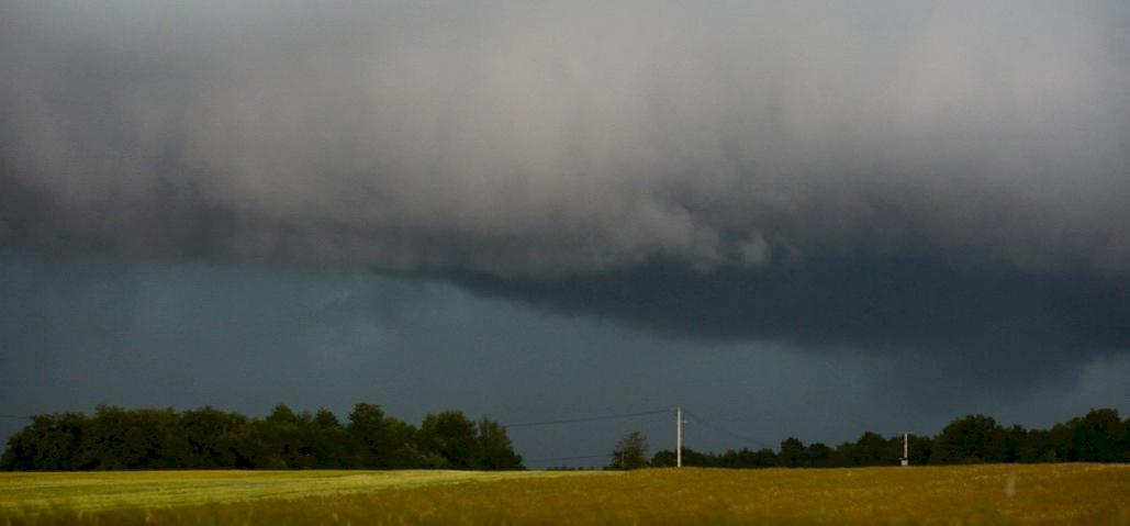 Viharos szél, zivatar felhőszakadással – ez várható csütörtökön