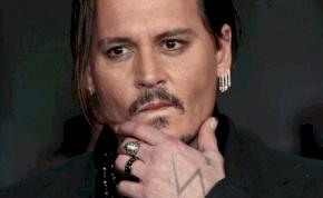 Johnny Deppet megütötték