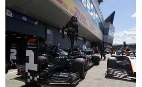 Megpördült, majd óriási pályacsúccsal nyerte a brit időmérőt Hamilton