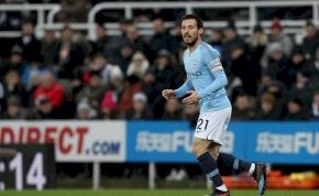 Magánrepülővel és luxusházzal csábítják a Manchester City játékosát