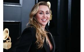 Miley Cyrus egy hírességgel vesztette el a szüzességét