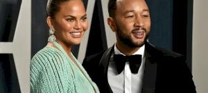 Harmadik gyermekét várja Chrissy Teigen és John Legend – videó