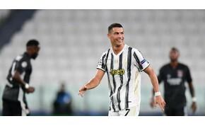 Cristiano Ronaldo ismét megvillantotta tökéletes felsőtestét – fotó
