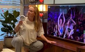 Adele szexi, bikinis képétől megőrül az internet népe