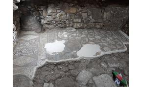 Megbontották a házuk padlóját, és egy bizánci templomot találtak alatta