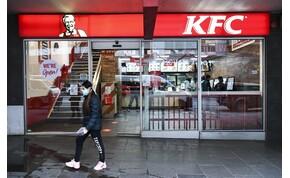 A pulton ordítozott egy nő, mert nem szolgálták ki a KFC-ben