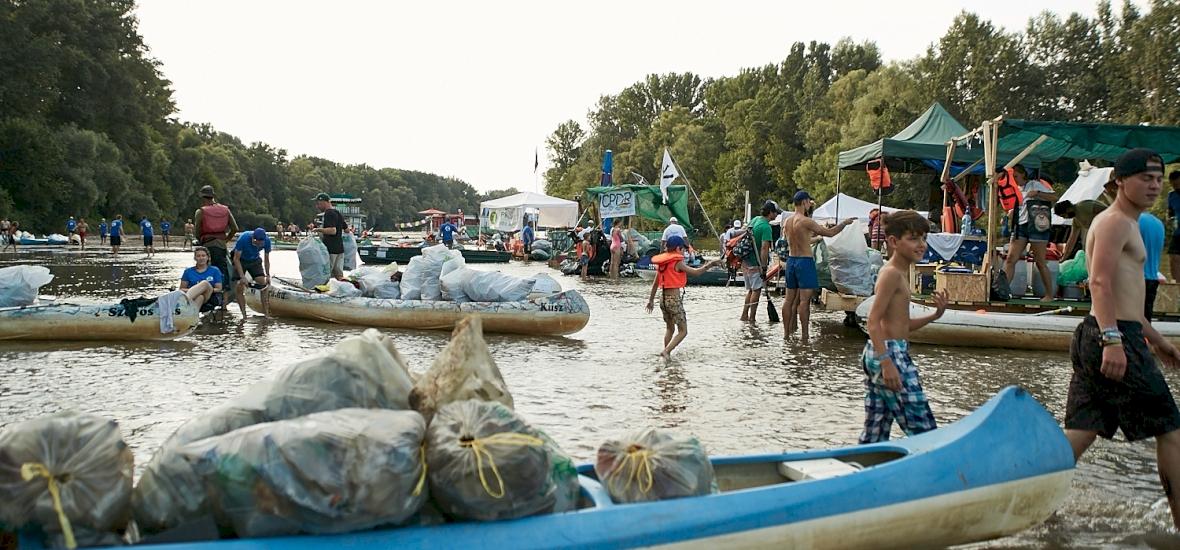 Közel 6 tonnányi hulladéktól szabadították meg a Bodrogot