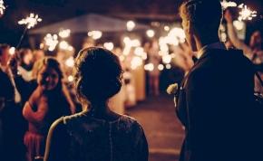 """Öt népszerű """"elsőtáncos"""" esküvői dal, amely valójában cseppet sem romantikus"""
