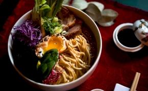 Így készíthetsz zacskós levesből ínycsiklandó főételt – videó