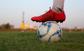 Videón a tömegverekedés: egymásnak estek az andráshidai játékosok és szurkolók