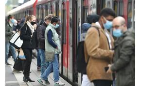 A koronavírus majd egy hónapig fertőzőképes maradhat a bankjegyeken, a mobilok képernyőin