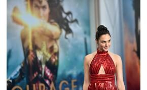 Wonder Woman falatnyi fehér topban szexizett – válogatás