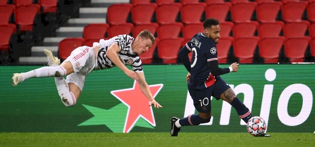 """""""Fél szemmel"""" játszott egy félidőt a United játékosa a PSG ellen"""