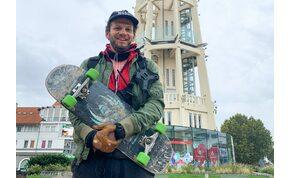 Jótékonyságból gördeszkázta körbe a Balaton egy magyar zenész
