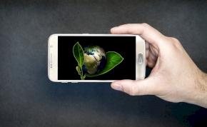Újrahasznosított anyagokból készített telefont egy startup – már kapható
