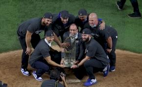 Az MLB-nagydöntőjének kellős közepén érkezett meg a játékos PCR-tesztje – lecserélték
