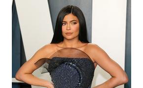 Kylie Jenner szexi Power Rangernek öltözött halloweenra – videó