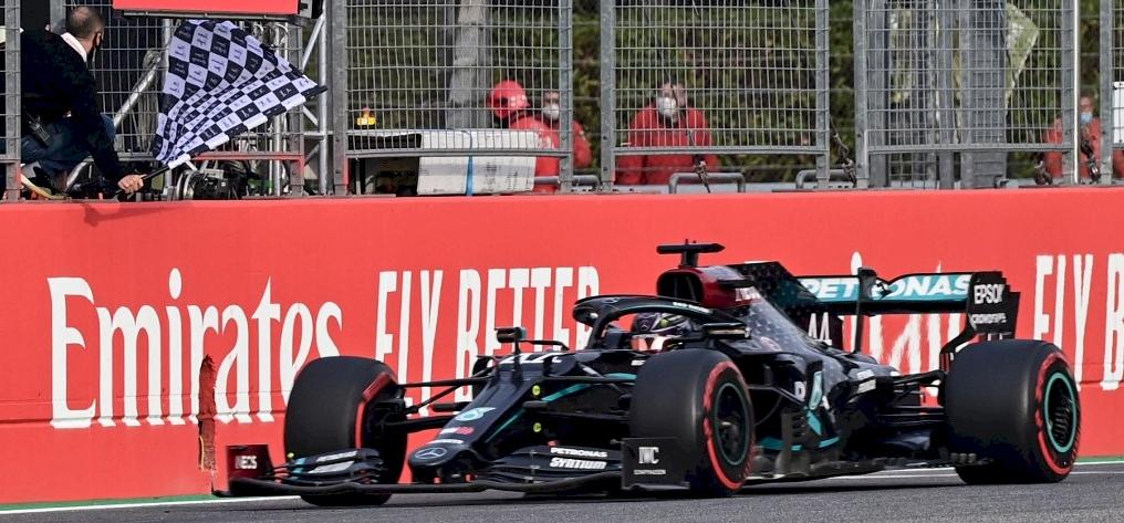 Forma-1: Hamilton nyert Imolában, a Mercedes már most világbajnok!