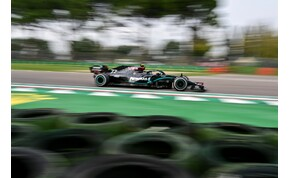 Forma-1: jövőre is fekete marad a Mercedes