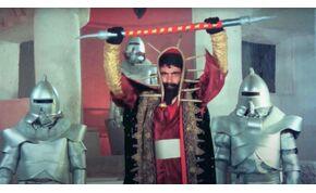 A török Star Wars: a film, ahol karatézó Jedi-lovagok rózsaszín plüssmacikkal harcolnak