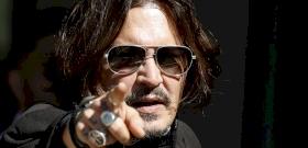 Hiába rúgták ki Johnny Deppet, így is rengeteg pénz üti a markát