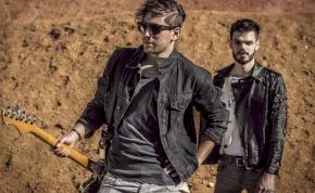 Janklovics Péter főszereplésével készített klipet a SEHONNAI zenekar